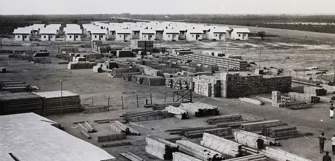 Stacks of pre-cut material stand ready and waiting for assembly in northern Colombia in 1956. Some 1,500 houses were constructed in the town of Barranquilla from 1955 to 1957 as dwellings for workers. These Puutalo homes can still be found throughout the Simón Bolívar neighborhood today.