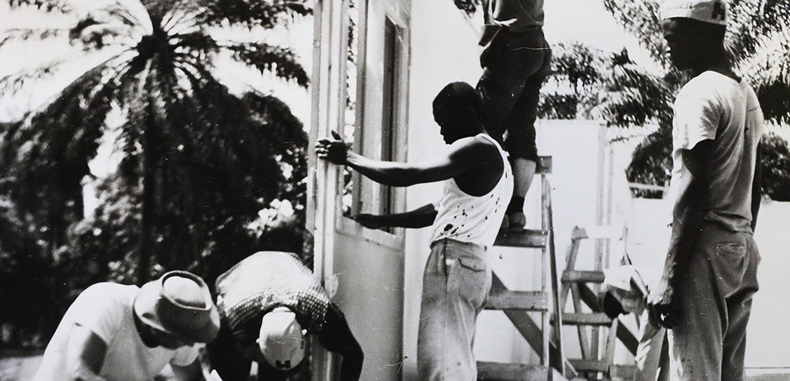 Workmen erect a Puutalo house on a site in Nigeria in the 1970s using pre-fabricated panels.