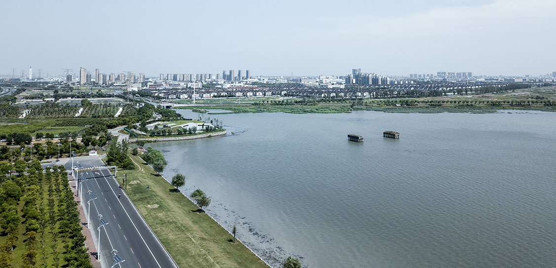 Designing for Hiding:Suzhou Dongtaihu Lake Warehouse for Flood Control - Tus-Design Group Co., Ltd