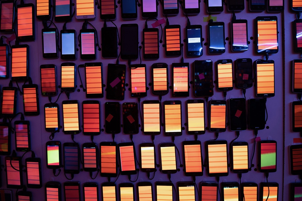 Desperados Uses 2 000 Partygoers Phones To Create Light Show Rave Campaign Us