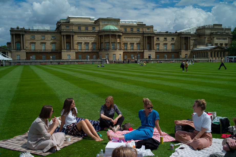 Visitors to Buckingham Palace (Photograph: Dan Kitwood/Getty Images)