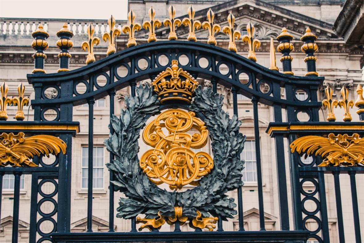 Gates outside Buckingham Palace