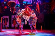 The production is a reworking of Lewis Carroll's Alice in Wonderland (Brinkhoff/Mögenburg)