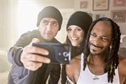 Julia Louis-Dreyfus holds Snoop Dogg hostage for $1 million in Old Navy's Black Friday ad