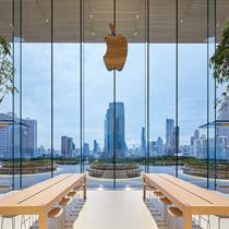 Apple opens Bangkok store