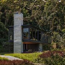 Intimate and private Rio House rises into the canopy to embrace jungle