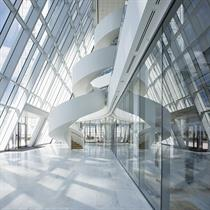 'Ribbon' staircase links trading floors at Canary Wharf tower