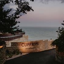 Morrow + Lorraine create Clifftops atop Pennsylvania Castle Estate's Jurassic Coast