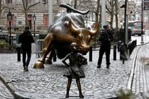 Petition grows to keep 'Fearless Girl' on Wall Street