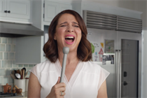 No 'shizz in my lady biz,' sings Maya Rudolph for Seventh Generation