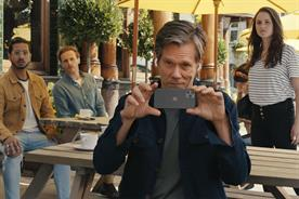 Kevin Bacon goes ham for Apple gadgets to showcase EE network plan