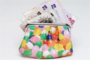 Partners' profits fall while salaried GPs' pay rises