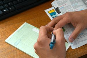 Peer review schemes do not reduce GP prescribing, study suggests
