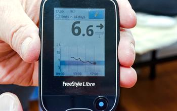 Fingerprick-free glucose monitoring system available on the NHS