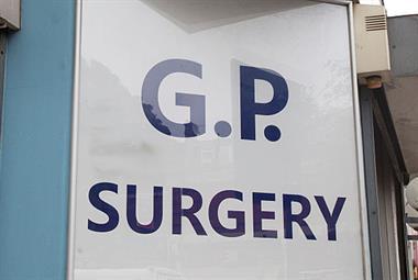 NHS为长期冠状病毒感染者制定了全科医生转诊途径
