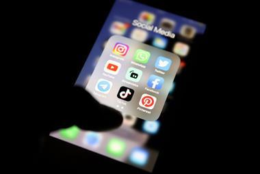 社交媒体和消息传递应用 -  GPS的Medico-法律建议