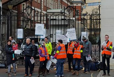 BMA hails overwhelming turnout as thousands join junior doctor strikes