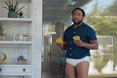 Confusion replaces 'hanger' in a new spot for Snickers