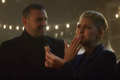 Paddy McGuinness and Emma Willis hit the market for M&S Food Christmas ad