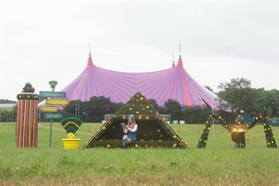 EE creates 'hedge' wi-fi hotspots for Glastonbury Festival