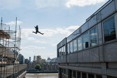 Paramount Pictures tempts Londoners to jump 18 feet