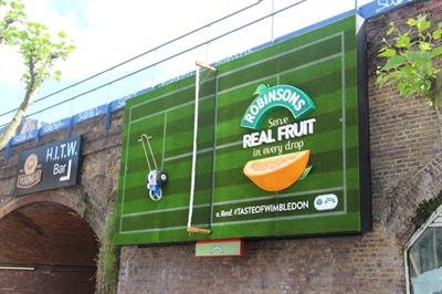 Robinsons launches tennis-themed display at Waterloo station