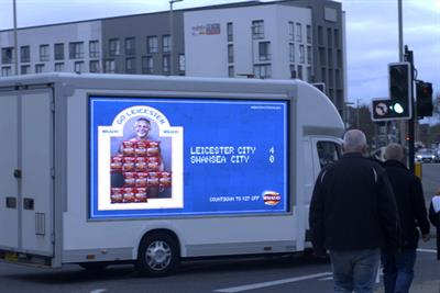Walkers to reveal Gary Lineker's pants on digital screens if Leicester City wins the league