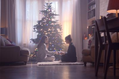 Boots celebrates mother/daughter relationship for Christmas