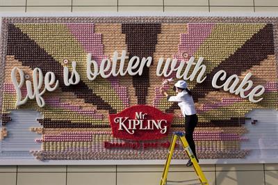 JWT London creates edible poster for Mr Kipling