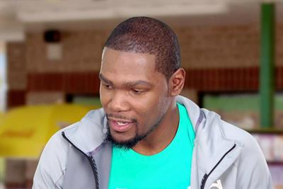 Sonic plays hoops with NBA's Kevin Durant