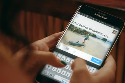 "Samsung ""the dolphin whisperer"" by Cheil London"