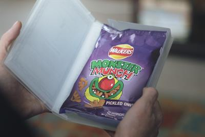 """Walkers """"Walkers family snacks"""" by AMV BBDO"""