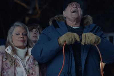 Chevy Chase recreates 'National Lampoon's Christmas Vacation' scene for Ford