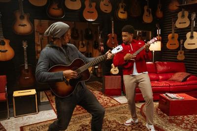 Aaron Rodgers goes undercover as a songwriter for State Farm