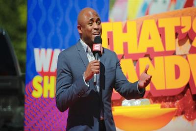 Wayne Brady hosts impromptu Sheetz game show