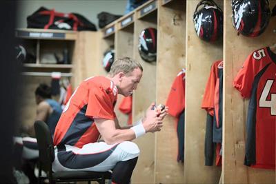 Peyton Manning kicks off ads for Nationwide