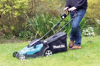 VIDEO: Makita Twin 18V LXT pedestrian battery mower