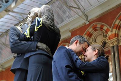 Eurostar dresses St Pancras 'kissing couple' statue to celebrate new uniform