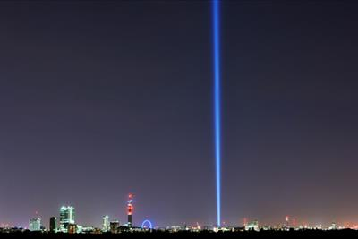 Stunning pillar of light over London marks WW1 centenary in 'Lights Out' campaign