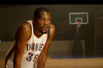 Kevin Durant does young fan's bidding in memorabilia spot