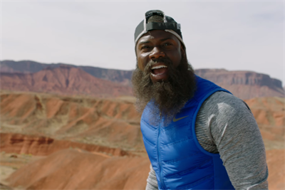 Kevin Hart channels Forrest Gump at the urging of his Nike-branded Apple Watch