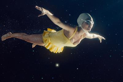"Giffgaff ""The big swim"" by Who Wot Why"
