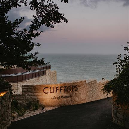 Morrow + Lorraine create Clifftops atop Pennsylvania Castle Estate's Jurassic Coast