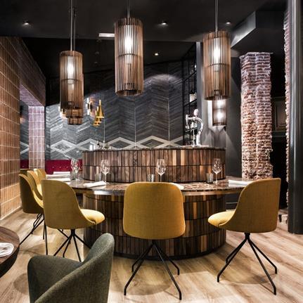 Lighting changes atmosphere in Madrid restaurant