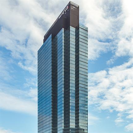Ghelamco's complete skyscraper with 'dragon skin' facade