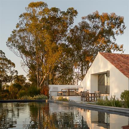 Enter Arquitectura repurpose Portugal's farm warehouse into family home