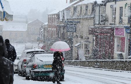 The UK is experiencing heavy snowfall today (18 January)