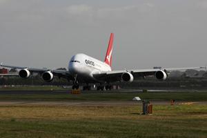 Grounded Qantas to resume flights