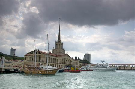 Sochi races to complete unfinished hotels