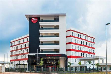 Tune Hotels to invest £200m in UK